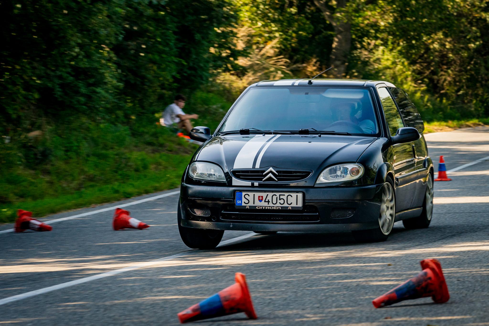 Automobilový závod a omezená otvíračka (přelom záží – říjen)
